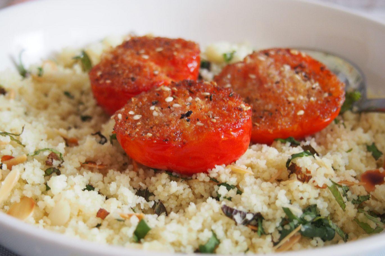 pomidorai su kuskuso salotomis