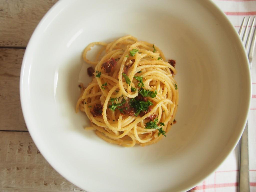 spagečiai su saulėje džiovintais pomidorais