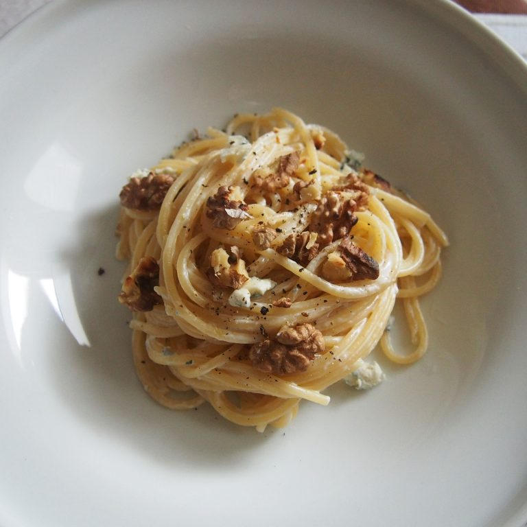 spagečiai su graikiniais riešutais