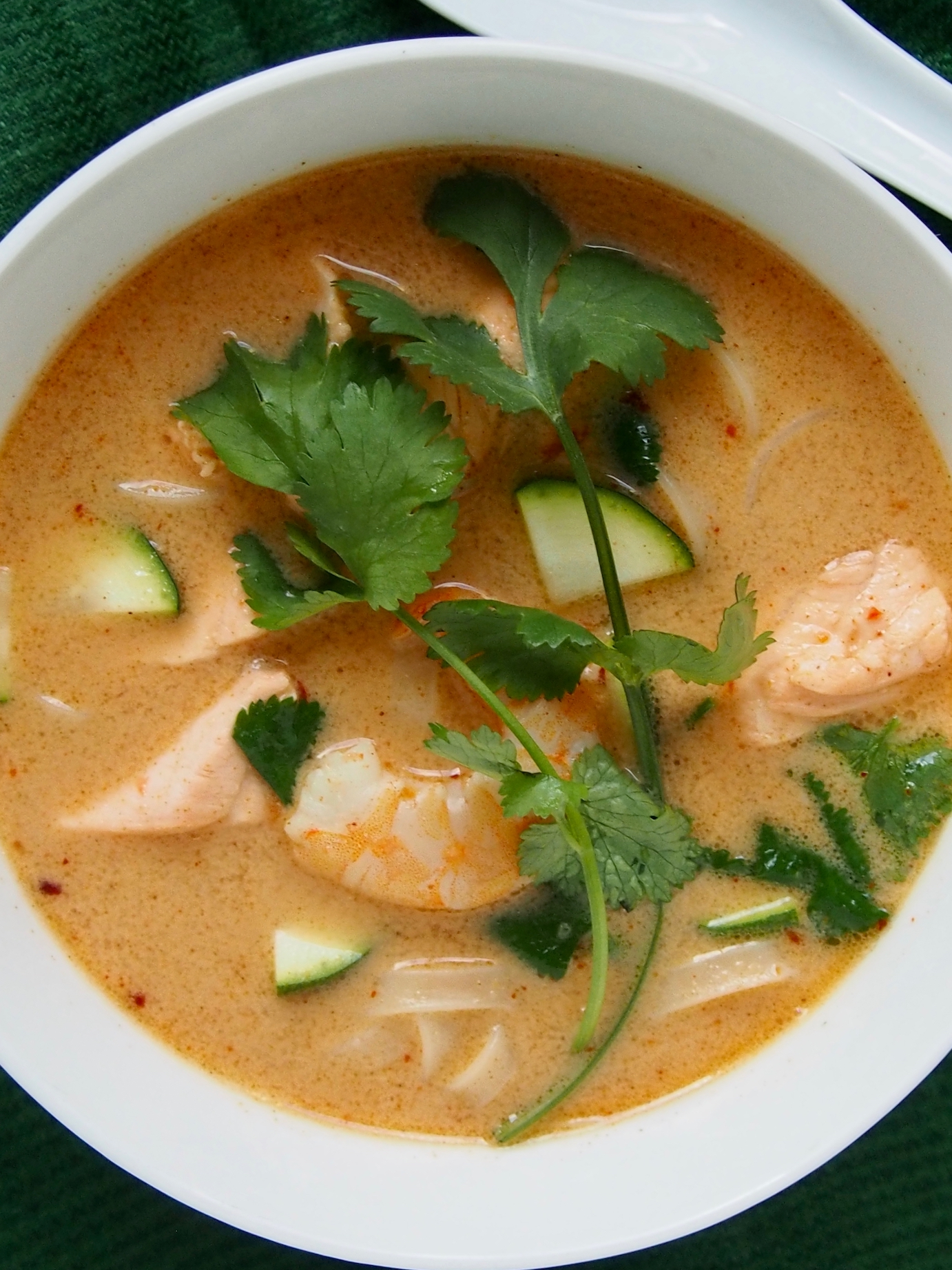 sriuba su lašiša